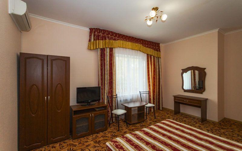 Корп. 2, люкс 2-х комнатный 40 кв.м на 2 этаже (2-5 чел.)
