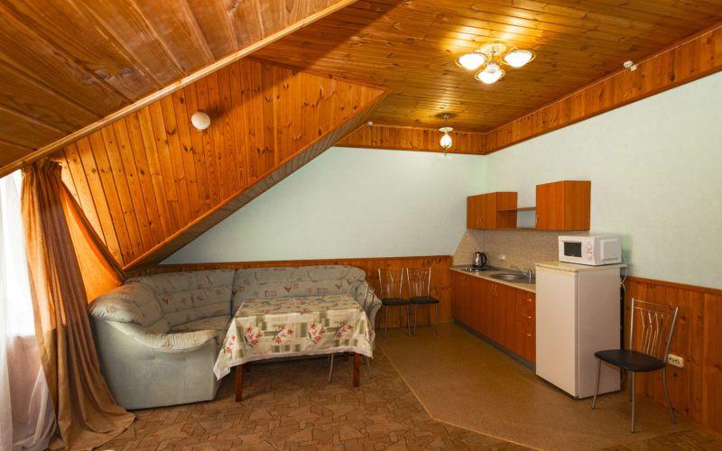 Корп. 1, люкс 2-х комнатный с собств. кухней 35 кв.м. (2-4 чел.)